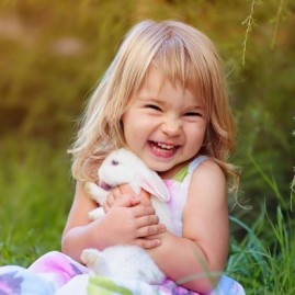 cute-smiling-child-girl-with-rabbit-wallpaper_122421767